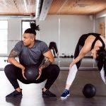 Comment se déroule le mouvement musculaire pendant un exercice d'extension de jambes ?