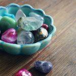 Quels porte-bonheurs en pierre de naissance choisir ?